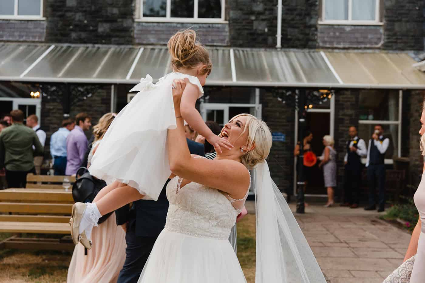 Broadway-Country-House-bride and flowergirl